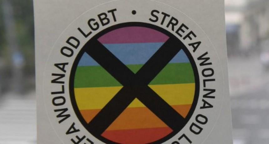 POLONIA  FOMENTA ZONAS LIBRES DE LGBTIQ+