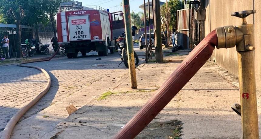 QUEMA DE BASURA PROVOCÓ UN INCENDIO EN VIVIENDAS DEL PASAJE 26 DE ENERO.