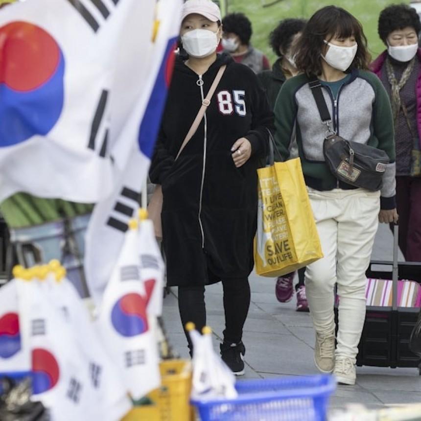 Un nuevo foco de contagios obliga a Seúl a volver a endurecer las medidas de restricción sanitaria