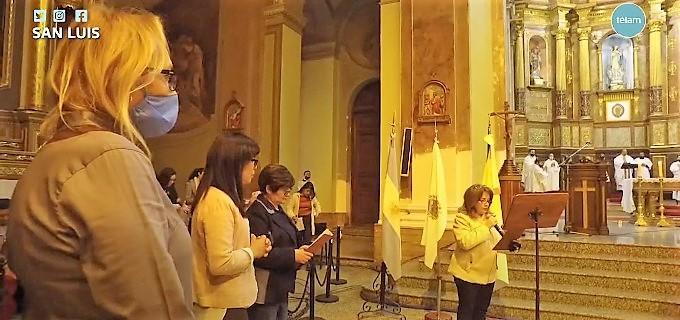 En pos de la inclusión, la Iglesia de San Luis celebró la misa patronal con la participación de una transexual