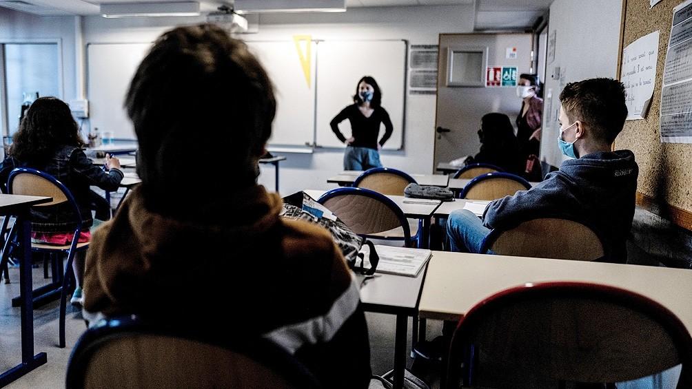 Francia: millones de niños vuelven a la escuela pese al recrudecimiento del coronavirus