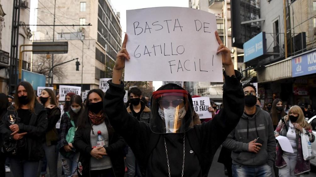 OTROS CUATRO POLICÍAS DETENIDOS POR UN CASO DE