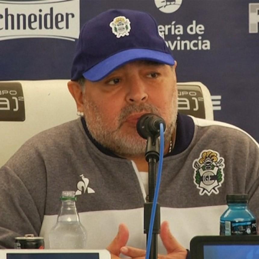 Maradona expresó su solidaridad con Evo Morales