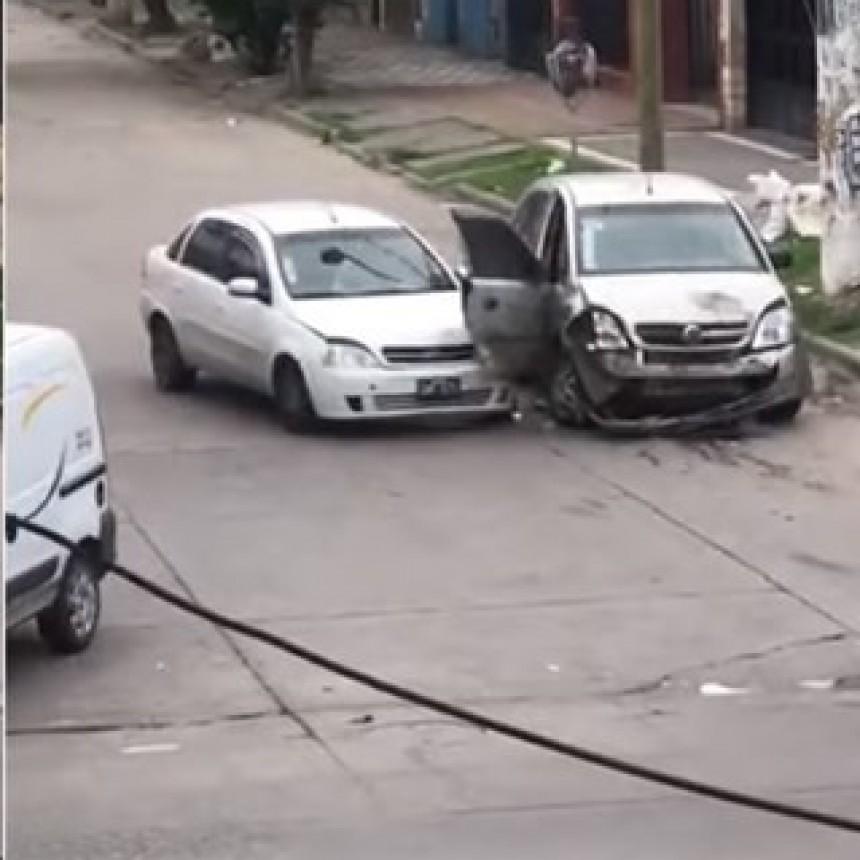 Choco 14 veces el auto de su ex pareja
