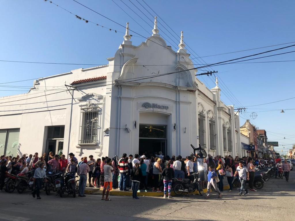 EL BONO EXTRAORDINARIO HACE DESBORDAR LOS BANCOS